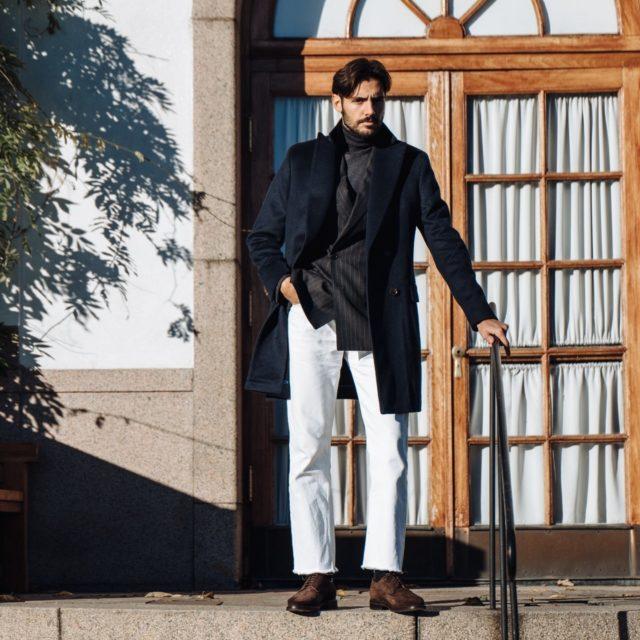 Der zweireihige Mantel in dunkelblau